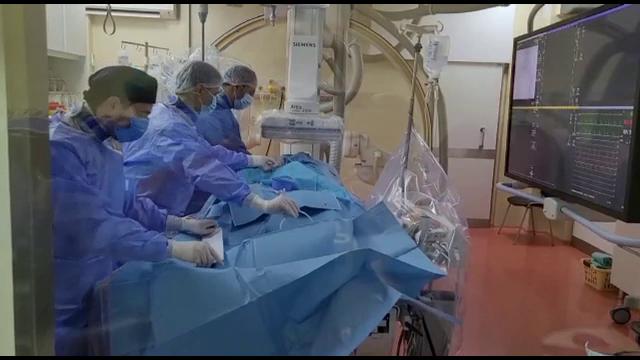 Viața unui tânăr de 35 de ani a fost salvată de medici printr-o operație efectuată pentru prima dată în România