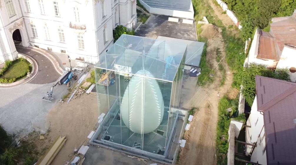 """VIDEO. Cum arată oul de sticlă uriaș din Craiova, unic în lume: """"Imagini spectaculoase"""""""
