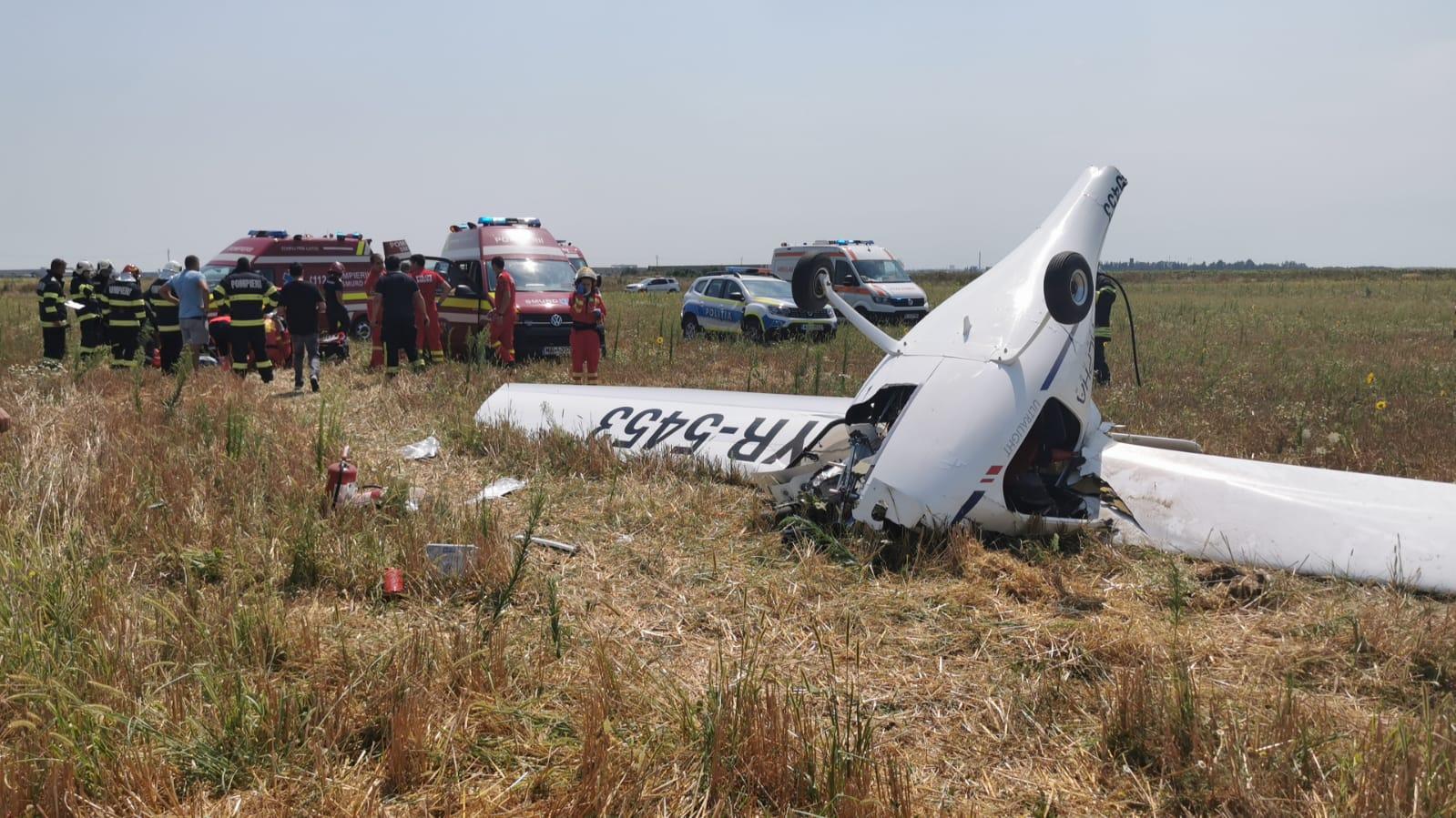 Un avion ușor s-a prăbușit în Chitila, două persoane au fost rănite. Pilotul s-a mai prăbușit o dată, în 2014 VIDEO
