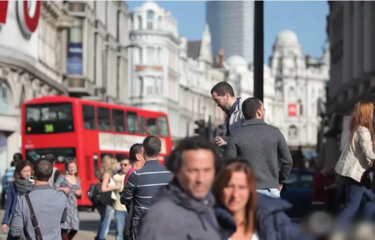 Sunt un milion de români în Anglia, recenzați oficial, cei mai numeroși după localnici. De ce numărul lor ar putea fi dublu