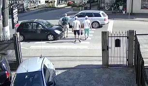 VIDEO. Mamă și fiu, loviți de mașină pe trecerea de pietoni la Borșa. Șoferița de 54 de ani este începătoare