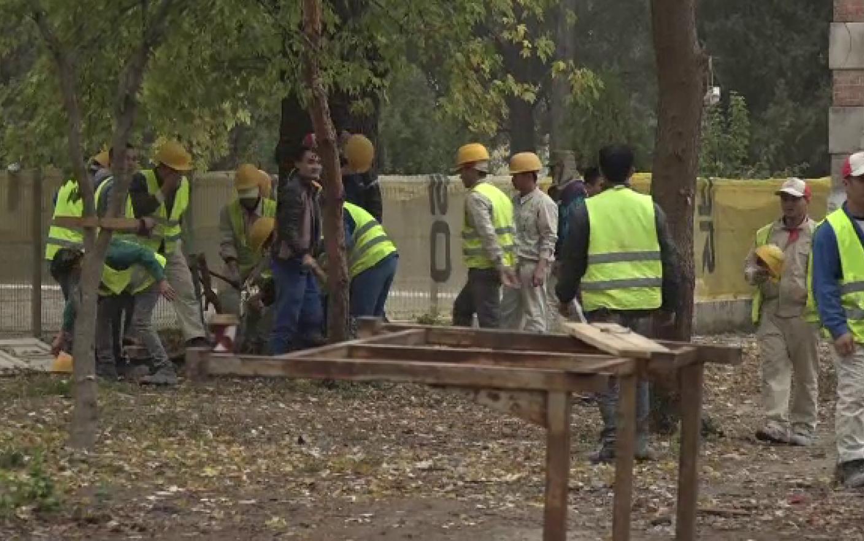Guvernul crește numărul muncitorilor străini acceptați în România. Încă 25.000 au fost admiși