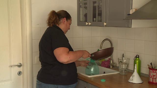 Românii aruncă uleiul folosit la chiuvetă, deși ar putea primi gratuit altul în loc. Ce trebuie să facă