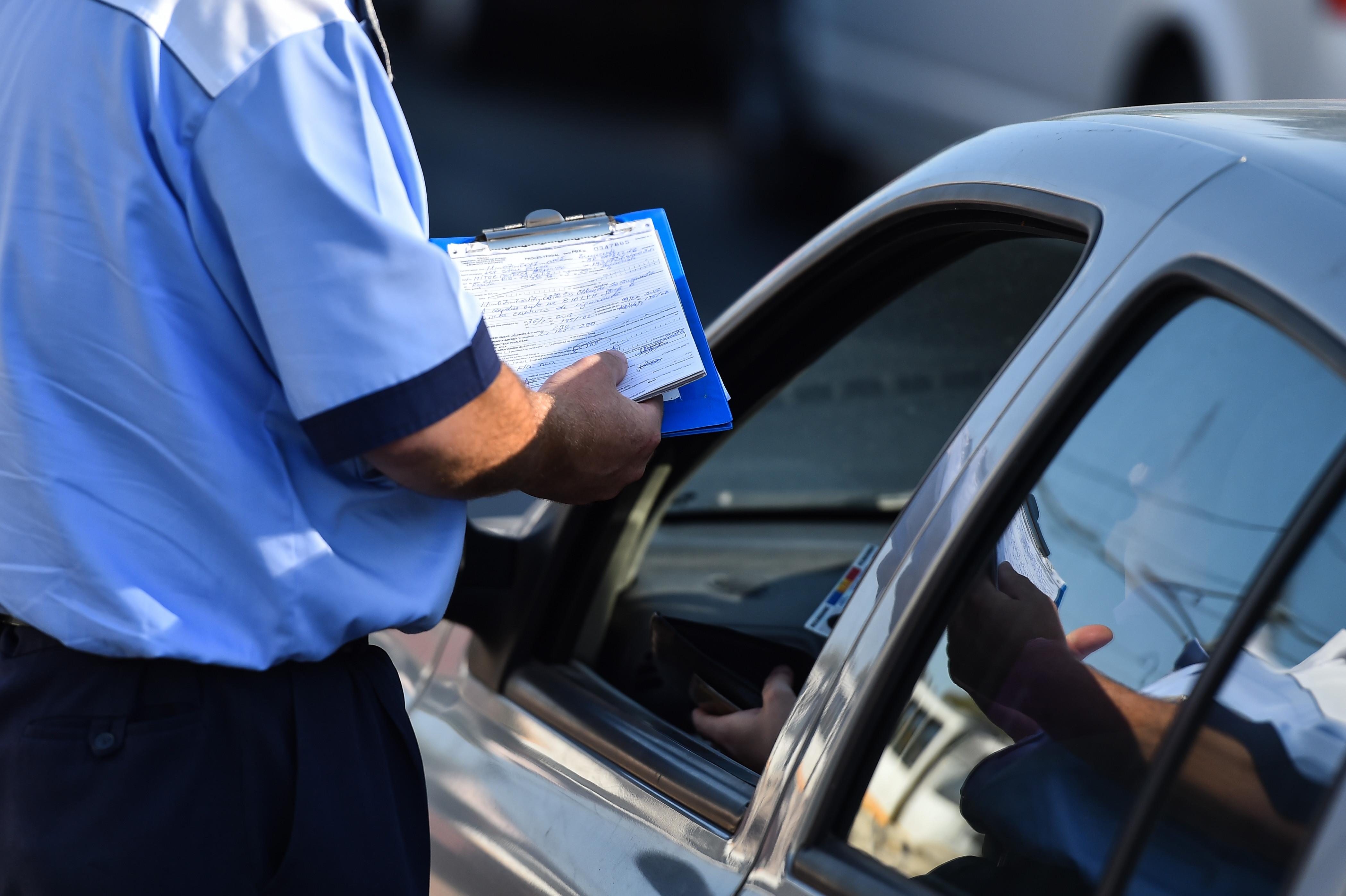 Un șofer din Gorj a rămas fără permis la o zi după ce l-a obținut