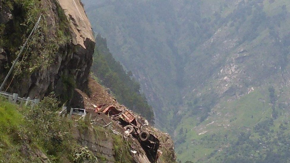 VIDEO. Zeci de oameni îngropați de vii, după o alunecare de teren produsă în India