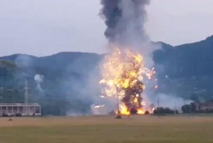 VIDEO. Explozie la un depozit de artificii din incinta Uzinei Mecanice Tohan. O persoană a murit