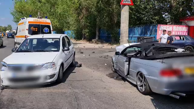 Accident grav în Târgoviște. Mașina sport a fost distrusă aproape în totalitate. În ce stare este șoferul