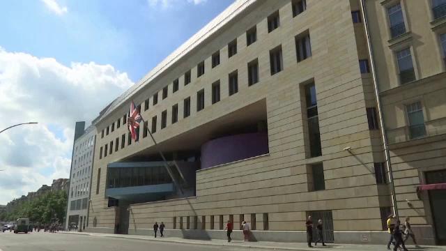 Angajat al ambasadei Regatului Unit la Berlin, suspectat că este spion rus. Bărbatul a fost arestat de poliția germană