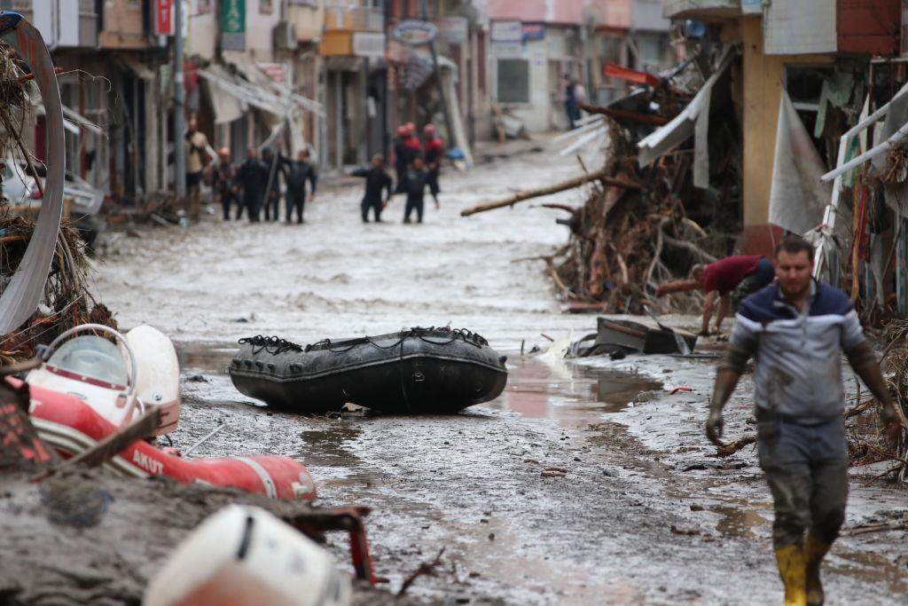 Inundații devastatoare în Turcia, provocate de un ciclon din Marea Neagră. Nouă persoane au murit