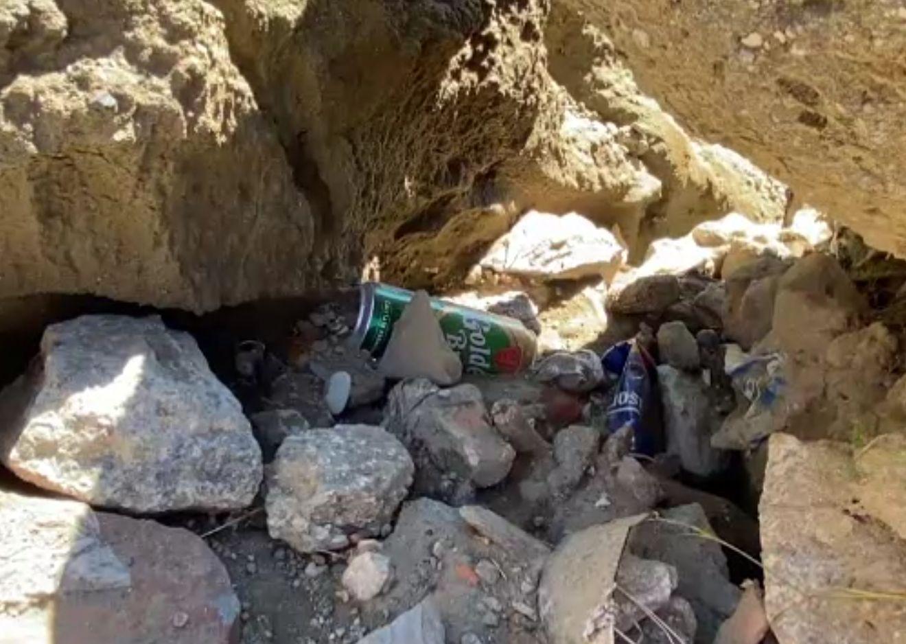 Aglomerație și gunoaie la tot pasul pe platoul Bucegilor. Turiștii le aruncă, iar primarul din Bușteni dă vina pe un litigiu