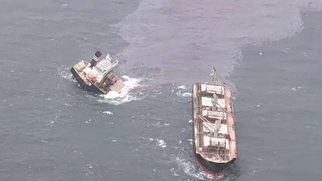 Un vapor s-a rupt în două în largul coastelor japoneze. Ce s-a întâmplat cu cele 21 de persoane aflate la bord