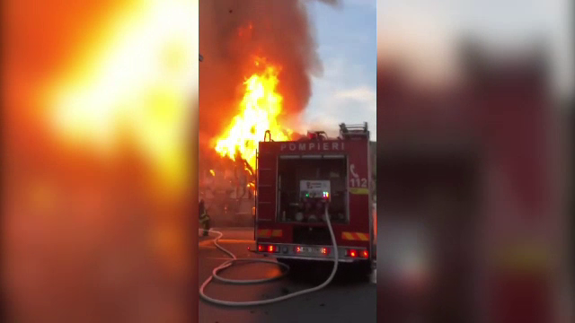 Incendiu de proporții în Cluj-Napoca. Două depozite au fost distruse în totalitate