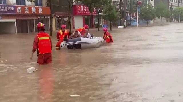 Inundații devastatoare în China. Sunt cel puțin 21 de morți