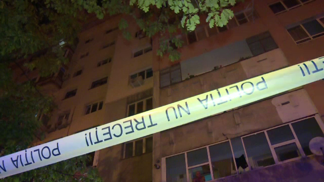 Mama gemenilor din Ploiești care au murit după ce au căzut de la etajul zece spune că nu aveau cum să deschidă geamul