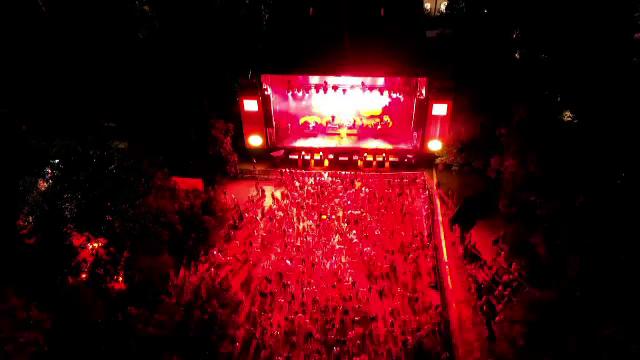 """Peste 15.000 de tineri au petrecut până dimineață la festivalul Summer Well. """"Îmi era dor să văd multe fețe"""""""