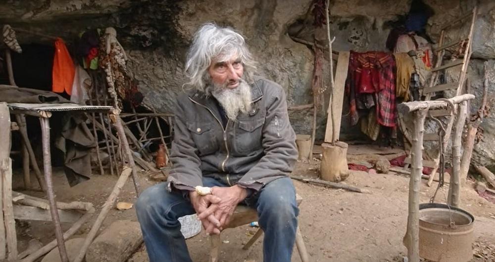 VIDEO. Un bărbat, care trăiește de 20 de ani într-o peșteră, a aflat recent despre existența COVID-19. Cum a reacționat