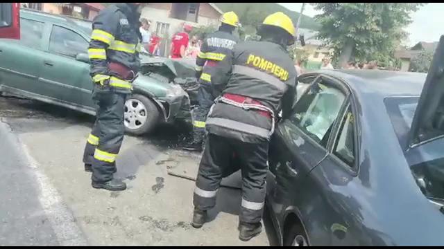 Accident grav în județul Dâmbovița. Trei oameni au ajuns la spital
