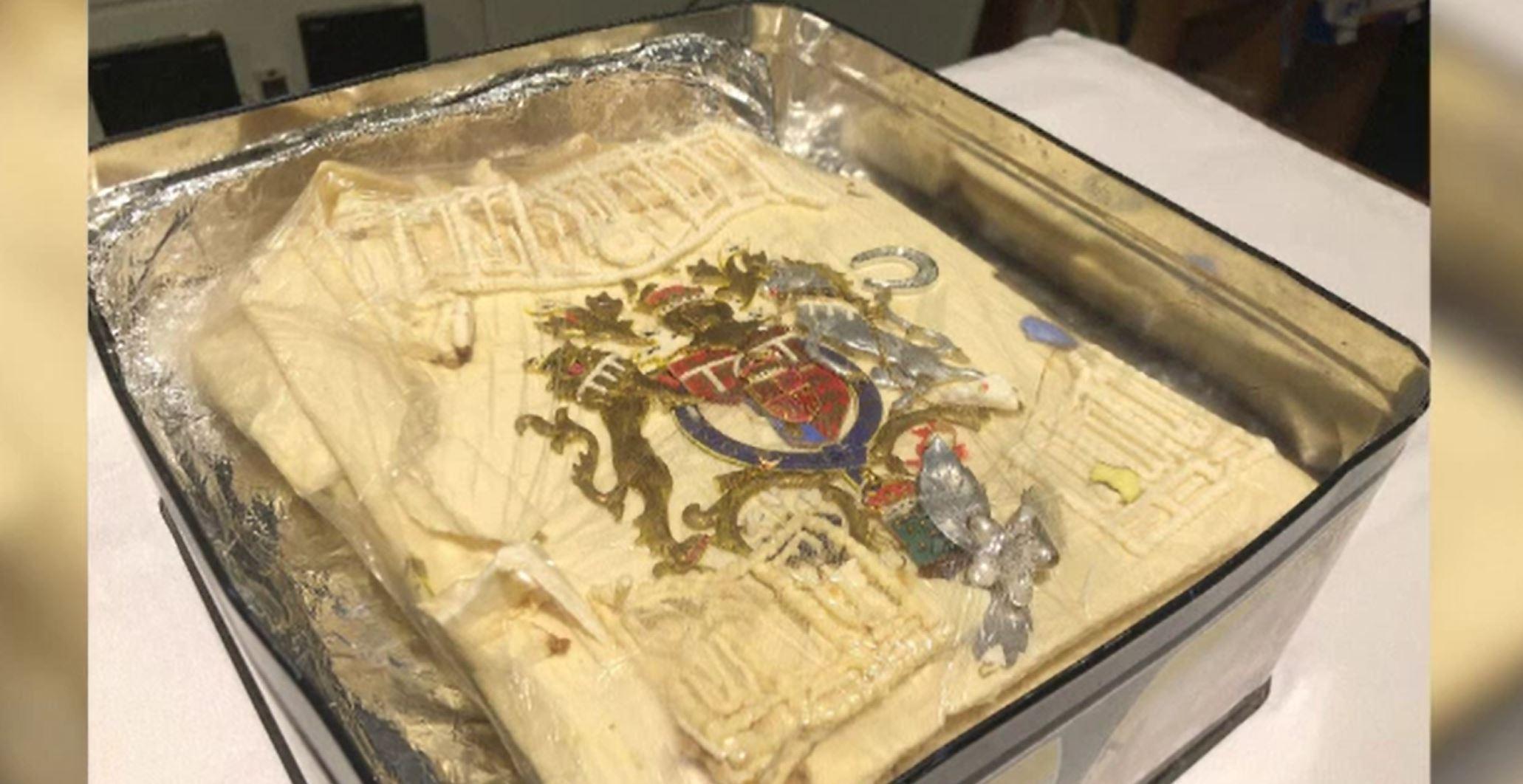 O bucată din tortul de nuntă al prinţesei Diana şi al prinţului Charles, vândută la licitație cu peste 2.500 de dolari