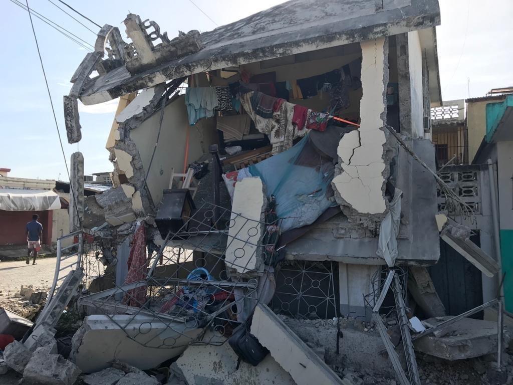 Cutremur de 7,2 grade, în Haiti. Zeci de oameni au murit, numeroase clădiri s-au prăbuşit. VIDEO
