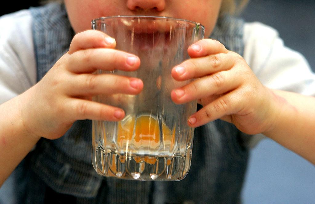 1,5 milioane de sticle de sucuri pentru copii, retrase din magazine din cauza unei substanțe periculoase