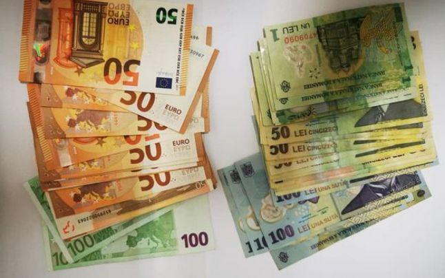 Portofel cu 1.000 de euro și 1.000 de lei găsit la târgul din Tecuci de o femeie, care l-a predat jandarmilor