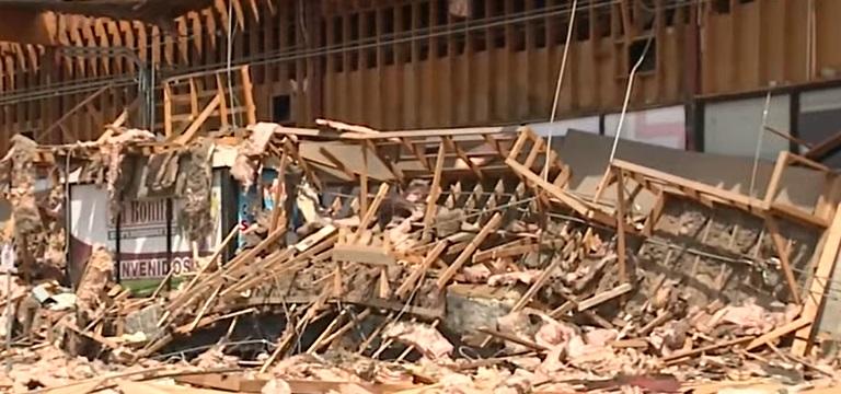 """Un supermarket din SUA s-a prăbușit: """"Ferestrele se spărgeau ca la cutremur. O grămadă de resturi și praf"""". VIDEO"""