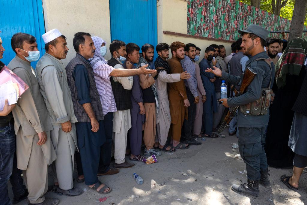 În Afganistan, talibanii preiau controlul asupra capitalei Kabul. Ambasadele își evacuează personalul