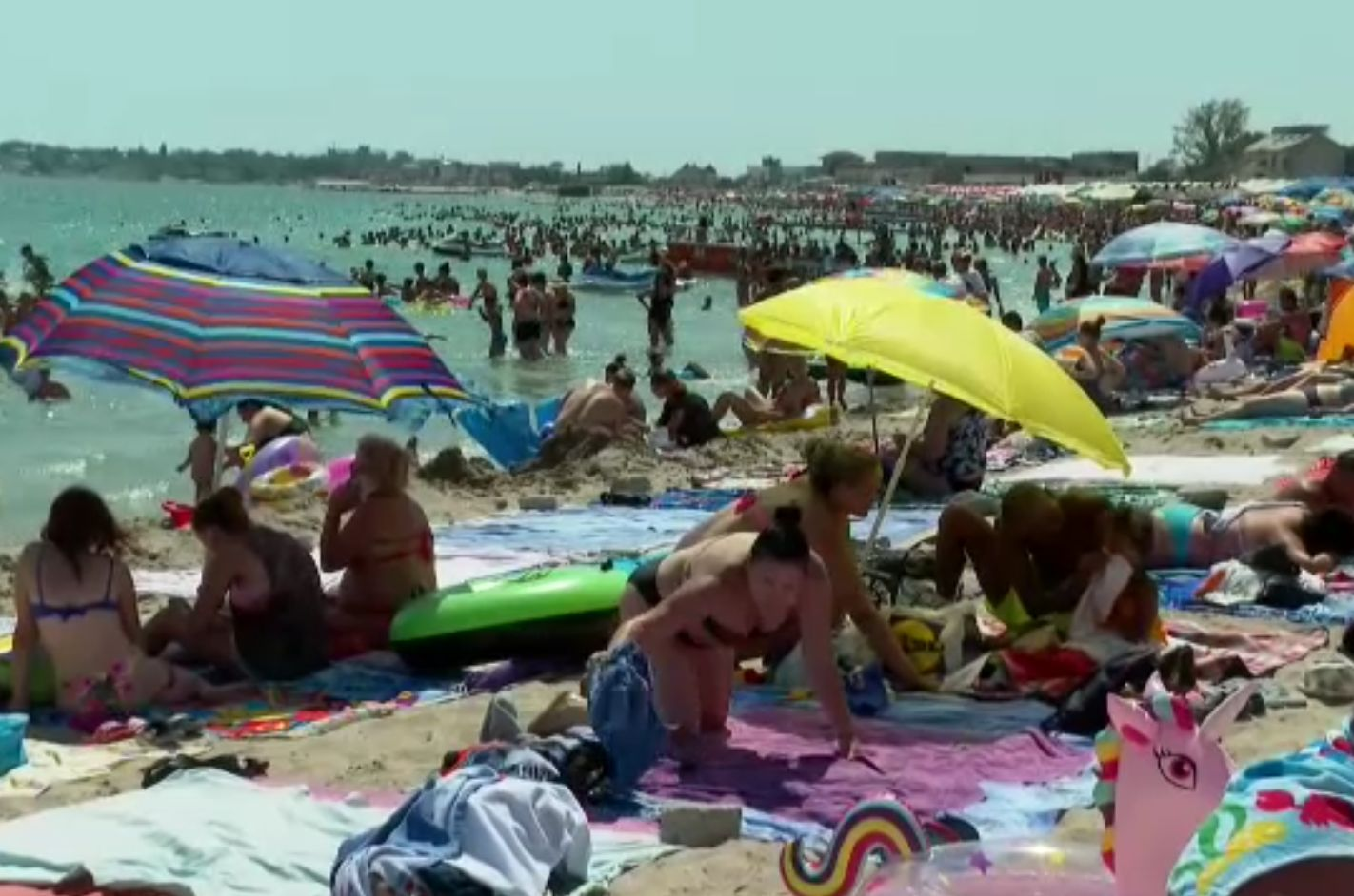 """Cel mai aglomerat weekend de pe litoral. Turist: """"Unde să mergem, la nudiști?!"""""""