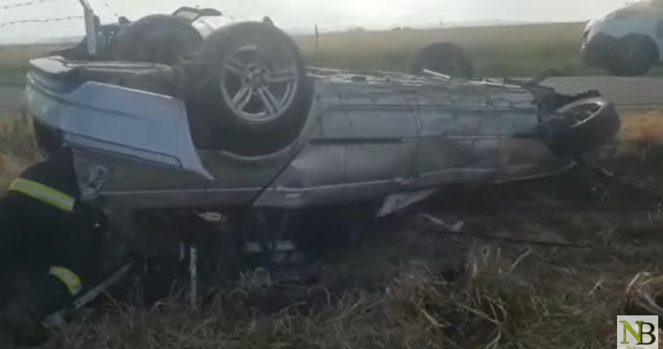 Accident grav în Suceava. Doi oameni au murit și trei sunt răniţi, după ce o mașină s-a răsturnat. VIDEO