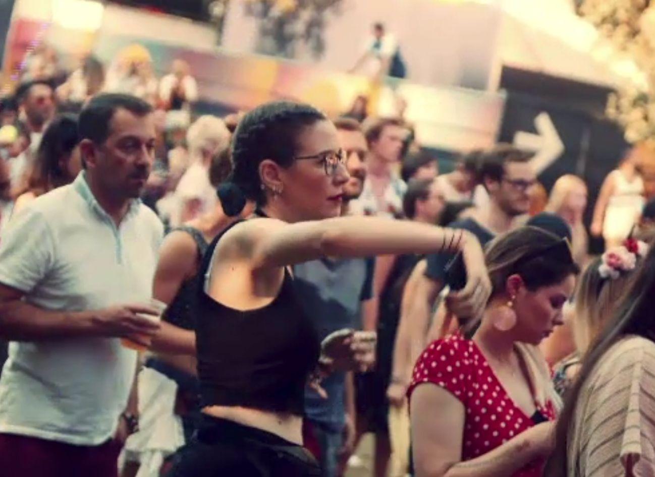 Festivalurile din weekend au strâns zeci de mii de tineri, amatori de muzică și de preparate culinare