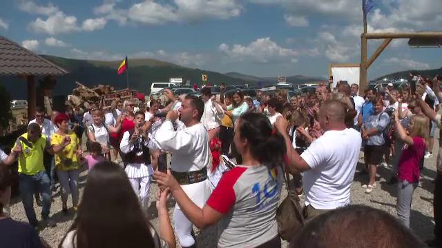 """Petrecere ciobănească de Sfânta Maria, la stâna de pe Transalpina: """"Superb, autentic românesc"""""""