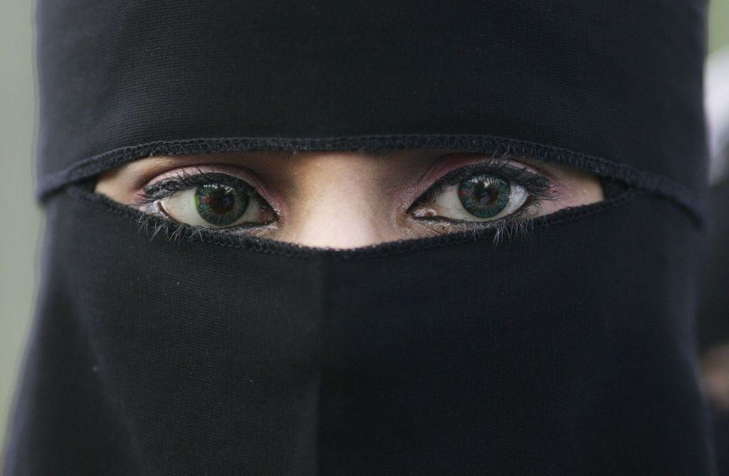 """Femeie afgană, care trăiește în Kabul-ul cucerit de talibani: """"Acum trebuie să ard tot"""""""