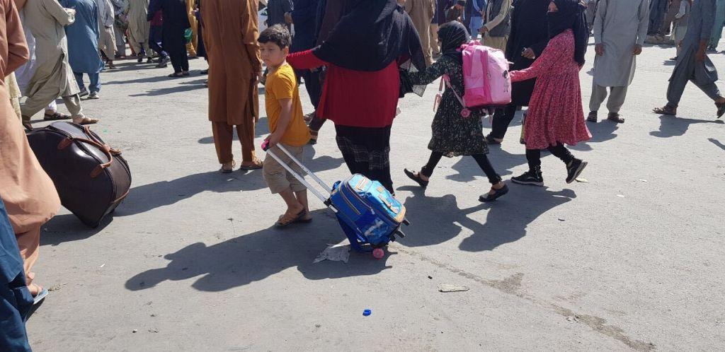 """World Vision: Peste 8 milioane de copii din Afganistan au nevoie de ajutor umanitar. """"Școlile se închid, alimentele dispar"""""""
