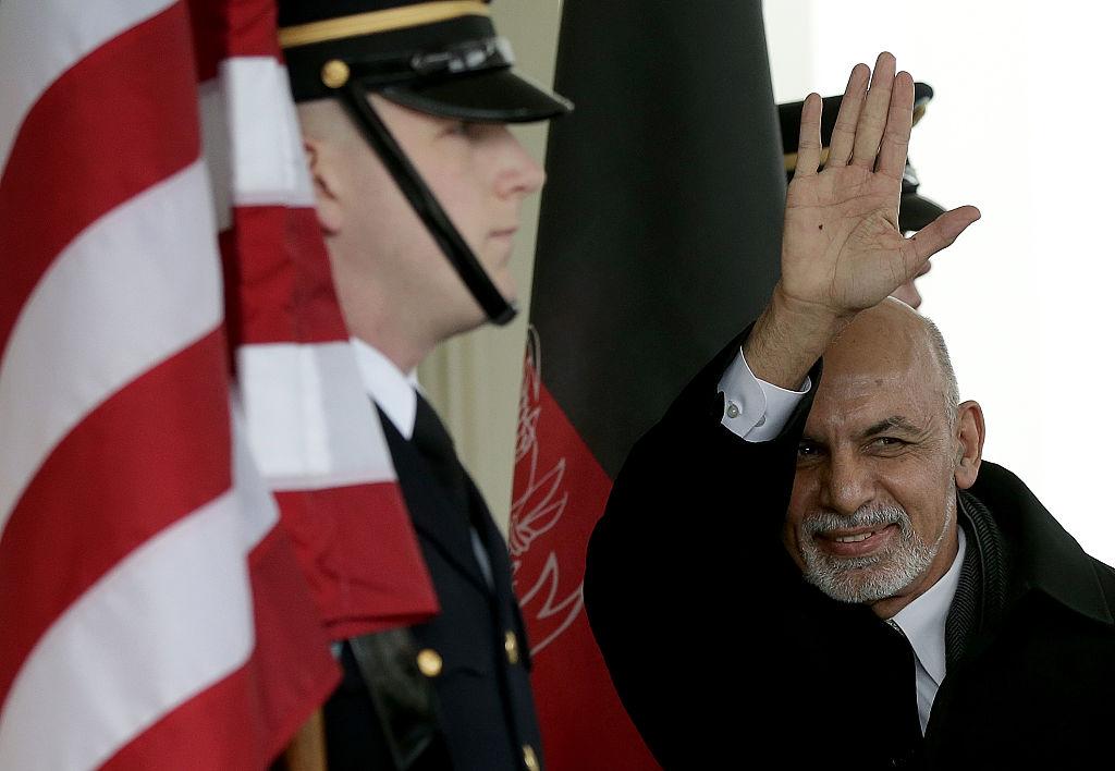 Ambasada Rusiei la Kabul: Preşedintele afgan a fugit cu patru maşini şi un elicopter pline cu bani, nu au încăput toți