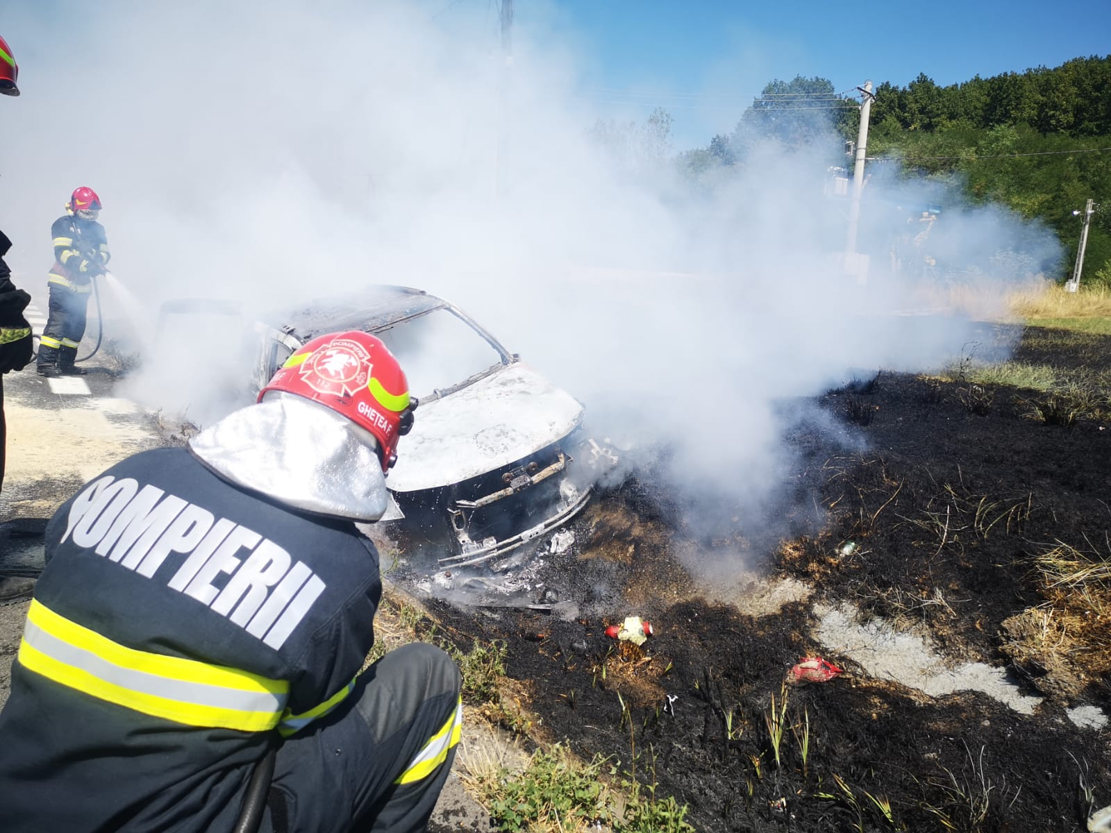 VIDEO. Accident grav cu 3 mașini, după ce un incendiu a izbucnit într-un autoturism, chiar lângă un PECO