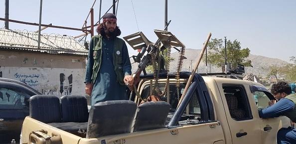 Explicaţiile victoriei-fulger a talibanilor în Afganistan. Ce este strategia 'morcovul şi băţul'