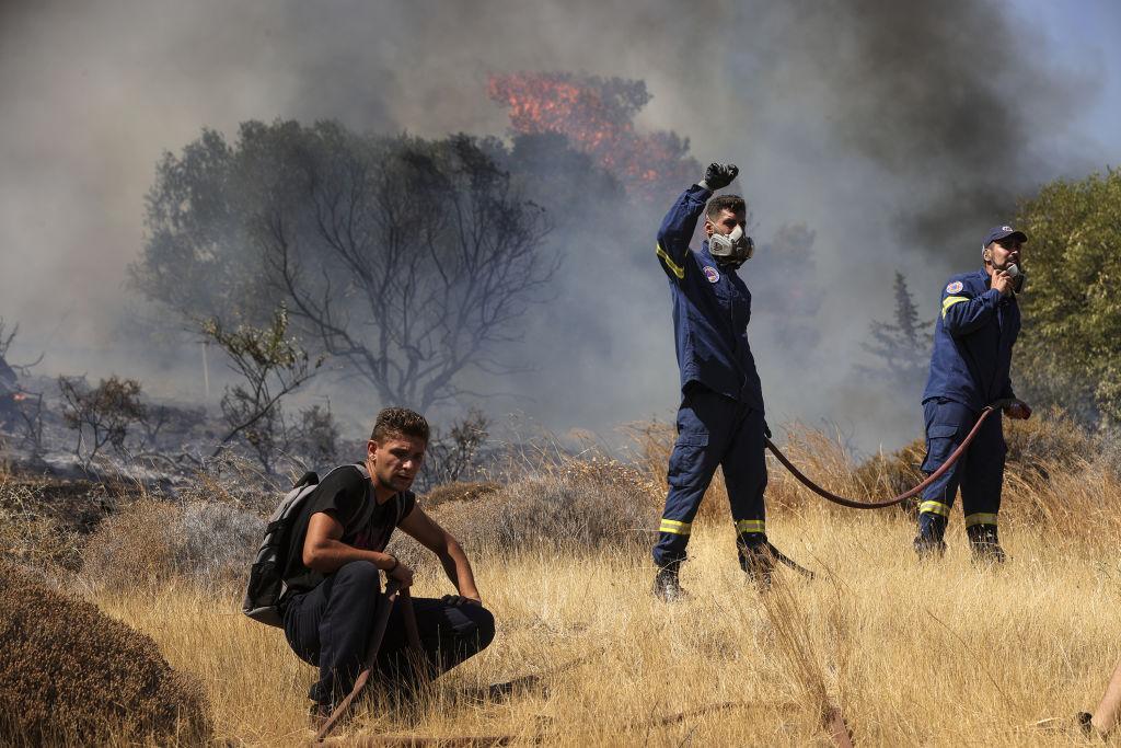 Încă un incendiu major în Grecia. Atena, amenințată de flăcări