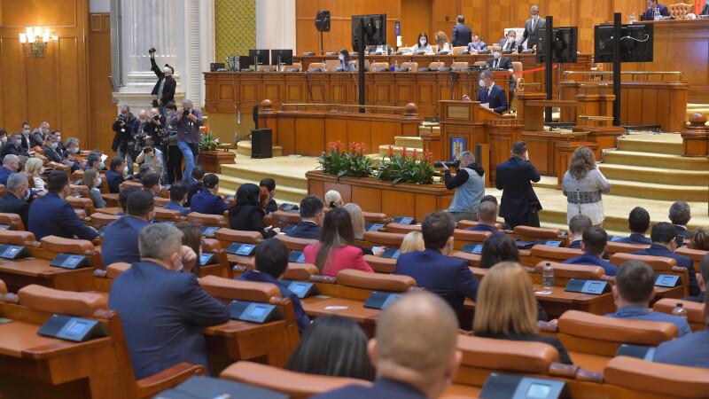 Plenul Senatului, convocat în sesiune extraordinară pentru OUG referitoare la drepturile de pensie ale funcţionarilor UE