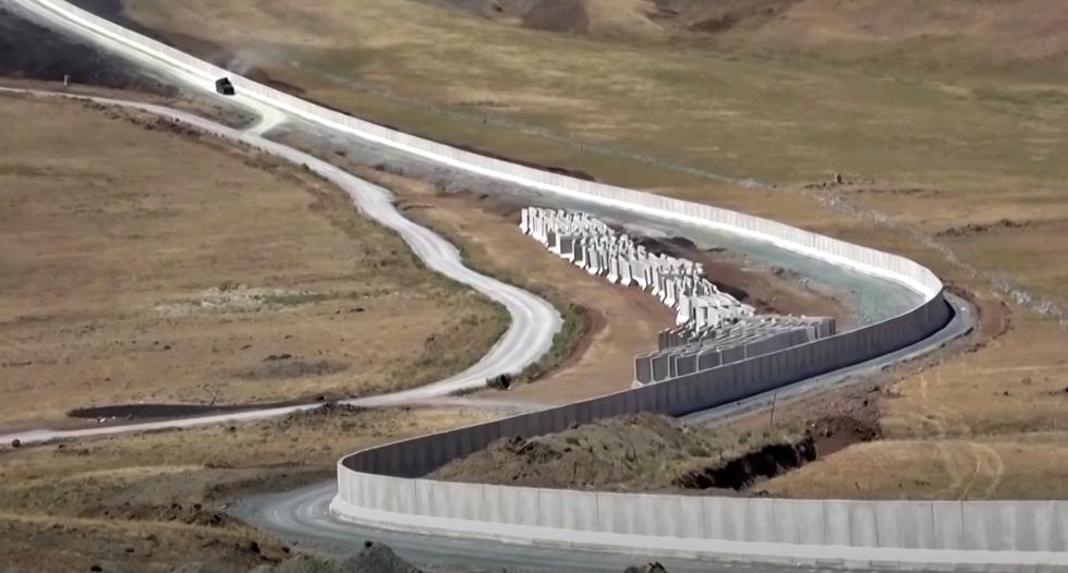 VIDEO. Turcia construieşte un zid de 295 de kilometri împotriva refugiaţilor din Afganistan