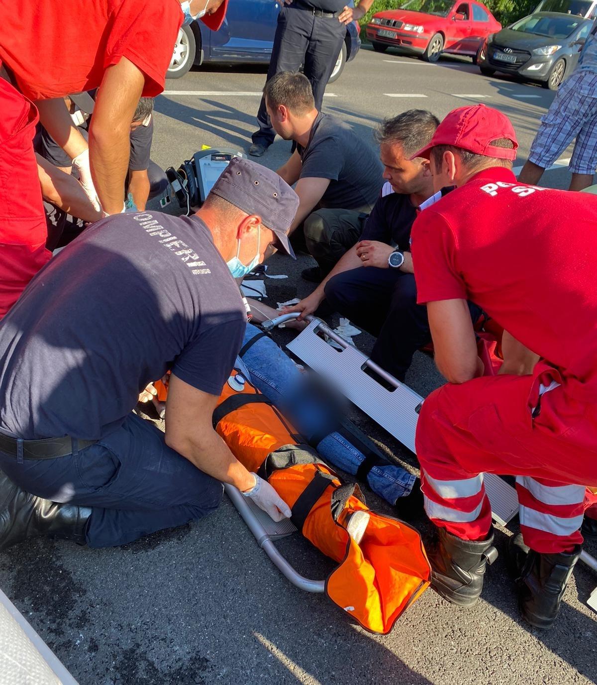 Pompierii buzoieni care se întorceau din Grecia au intervenit la un accident rutier produs în faţa lor