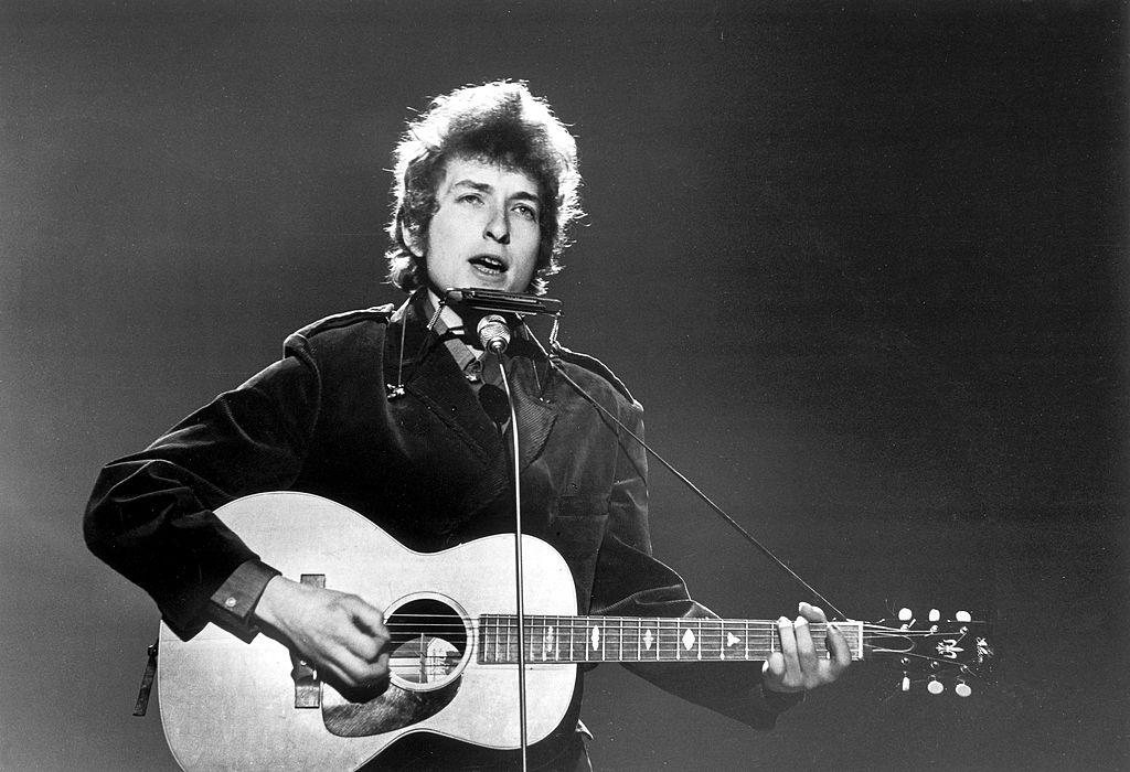 Bob Dylan este acuzat că ar fi abuzat sexual o femeie în 1965, pe când ea avea 12 ani