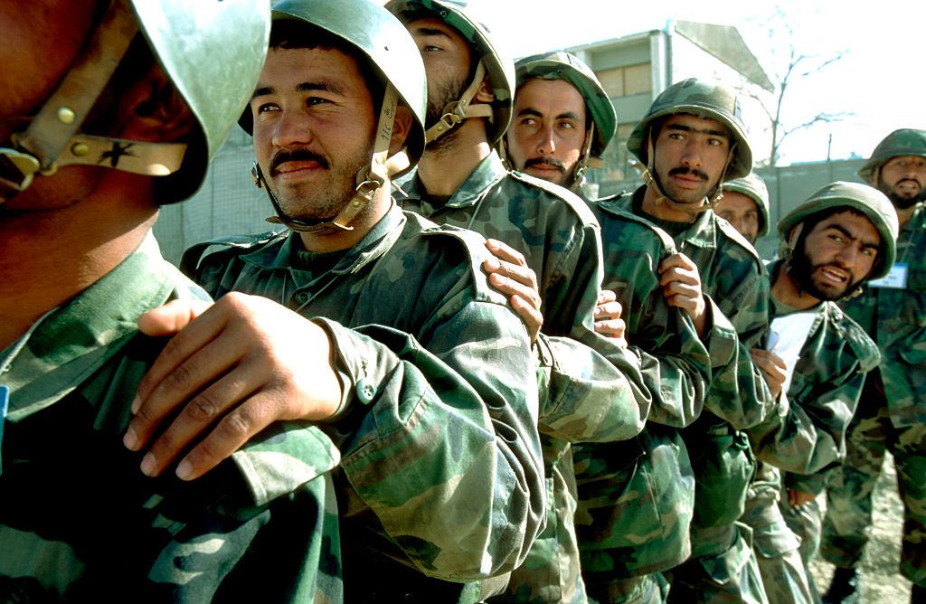 """De ce s-a predat rapid talibanilor armata afgană: moral slab, corupție și politică proastă. Blestemul """"soldaților fantomă"""""""