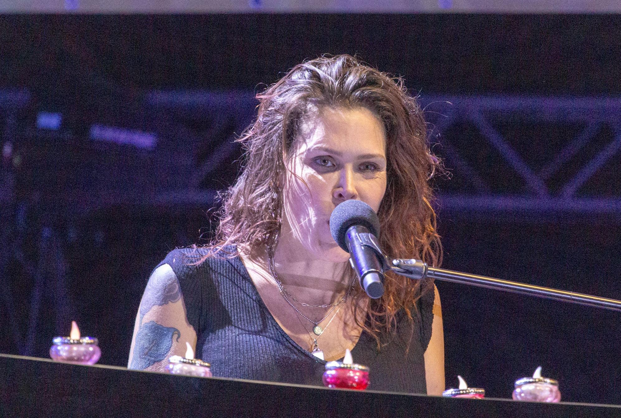 """Beth Hart, la festivalul de blues de la Brezoi: """"Românii sunt așa de calzi și pupăcioși"""""""