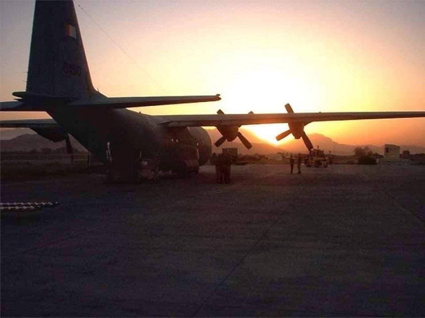 Un avion militar a plecat spre Afganistan pentru evacuarea cetăţenilor români