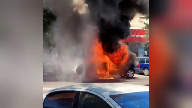 Incendiu pe un bulevard din Constanța. O mașină a luat foc