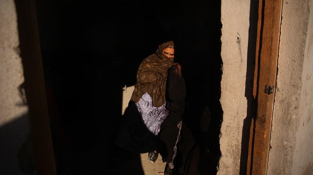 Caz șocant în Afganistan. Talibanii au bătut de trei ori la ușa unei femei. A patra oară au ucis-o
