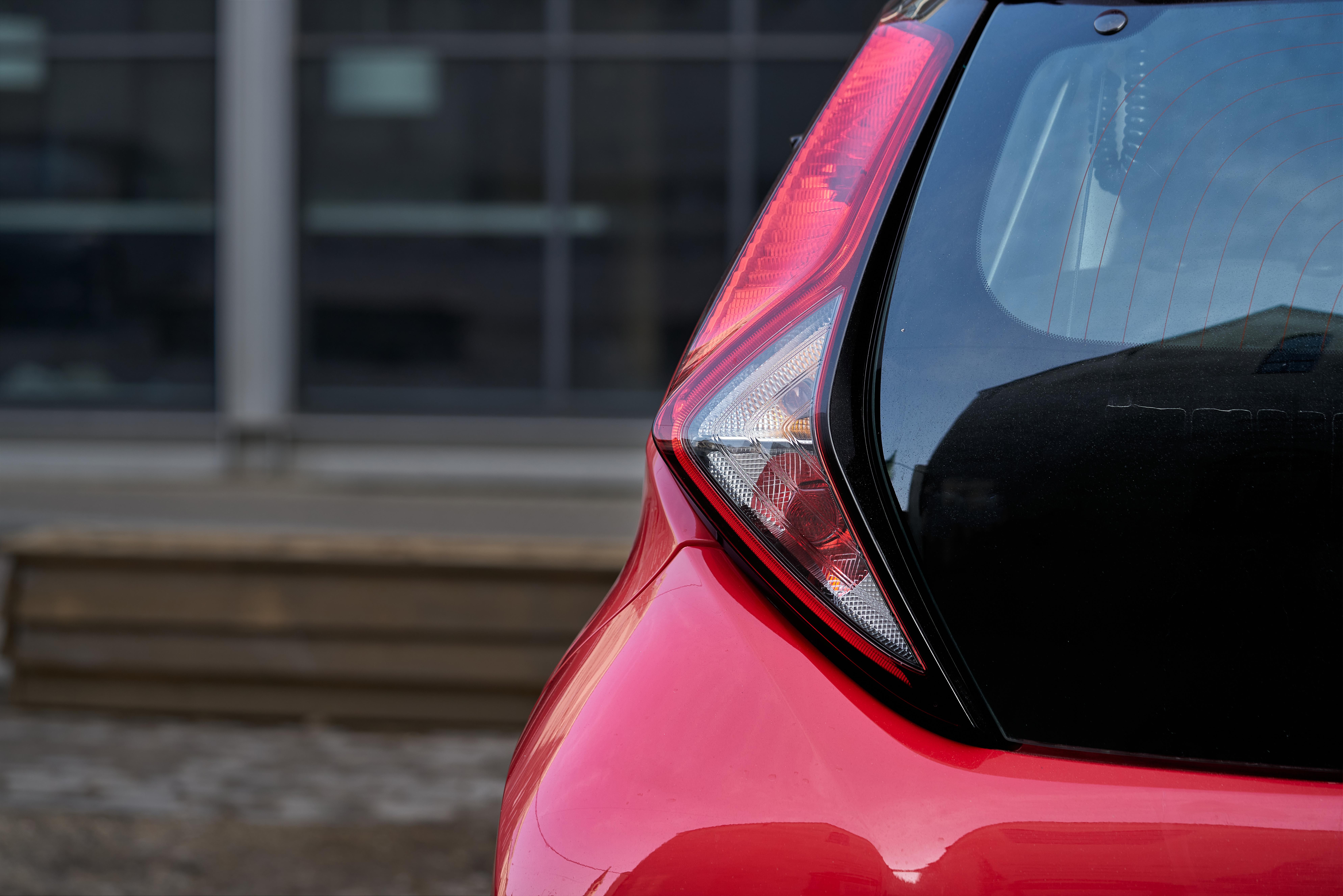 Consilierii au decis. Cât plătesc șoferii care parchează neregulamentar în Sectorul 5 și cărora li se ridică mașinile