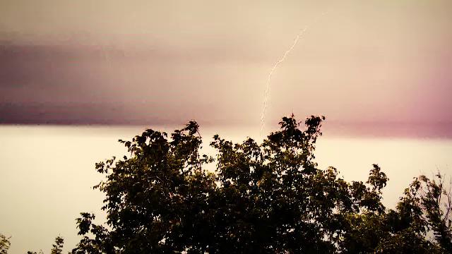Cod galben și portocaliu de ploi și vijelii. Ce zone vor fi afectate