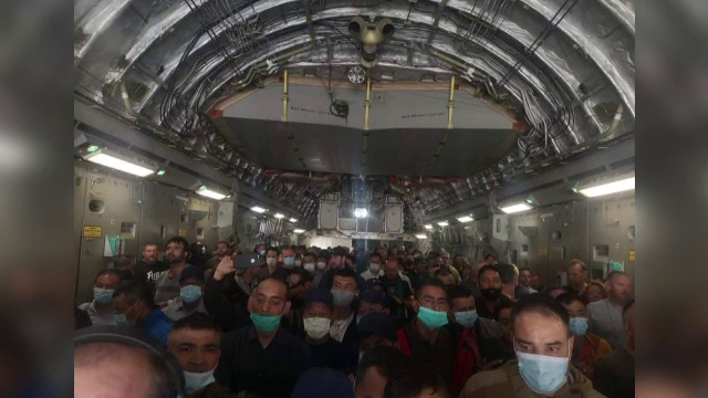 Desfășurare de forțe pentru aducerea acasă a românilor din Kabul. Oamenii disperați să fugă trebuie să se testeze de covid