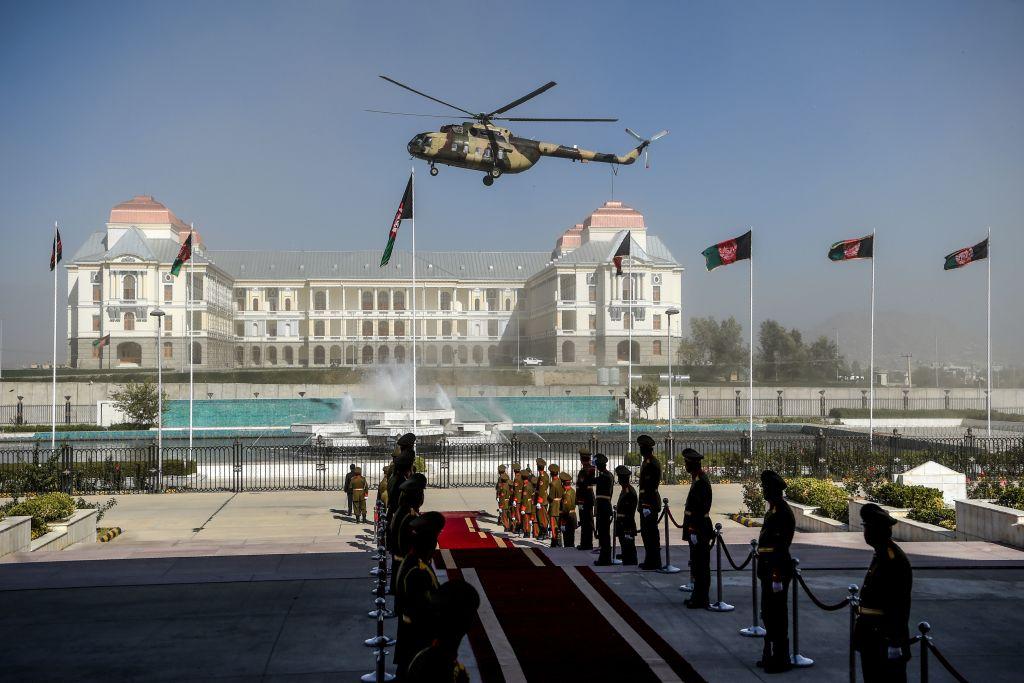 """Câți bani ar fi luat cu el președintele afgan Ashraf Ghani când a fugit din țară. """"Nu au încăput toți"""""""